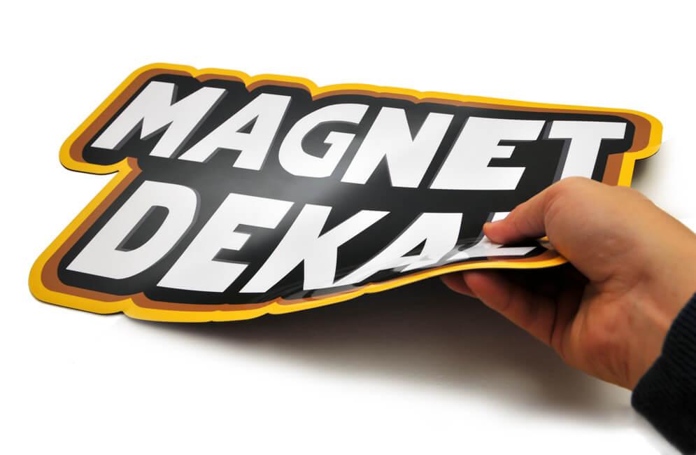 Magnetiskt klistermärke